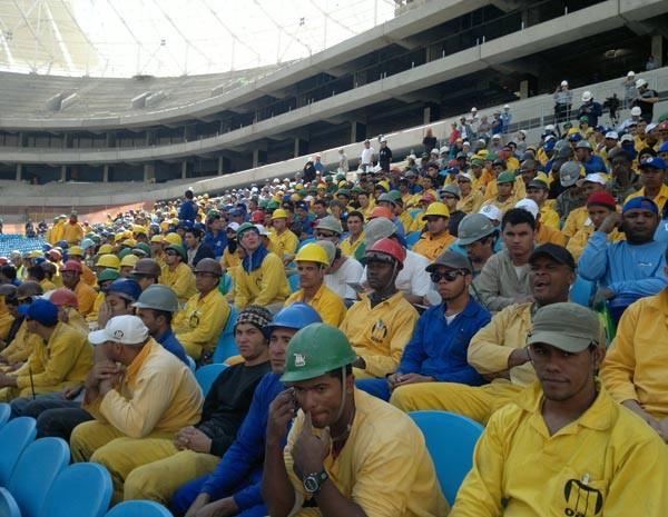 Cerca de 4 mil trabalhadores participaram do evento (Foto: Luiz Carlos Garcia/RBS TV)