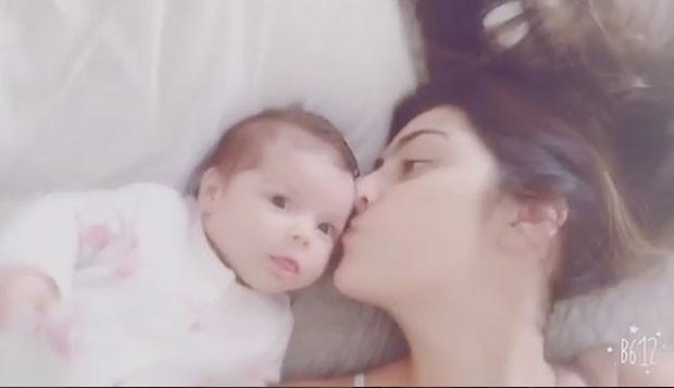 Marian: beijinho na filhota (Foto: Reprodução Instagram)