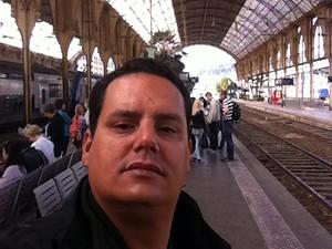 Analista de comércio exterior Daniel Duarte, morador de Vinhedo (SP), na estação de trem Nice Ville, em Nice, na França (Foto: Daniel Duarte/Arquivo Pessoal)