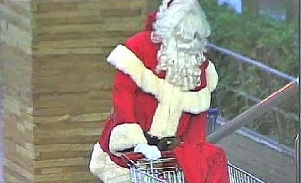 Ladrão vestido de bom velhinho invadiu escritório de loja em shopping e esvaziou o cofre (Foto: Divulgação)