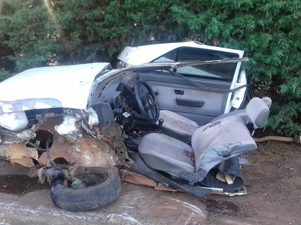 Bombeiros informaram que motorista perdeu o controle da direção e bateu contra um anteparo (Foto: Ana Pricila Borbade/Arquivo Pessoal)