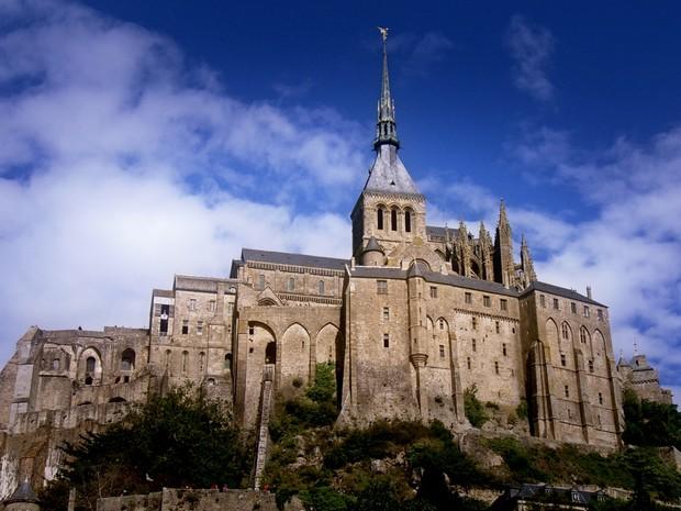 Castelo de Saint-Michel, na Bretanha, se transforma em ilha na maré cheia (Grep) (Foto: Globo Repórter)