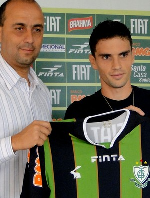 Rodrigo Pimpão Améric-MG apresentação (Foto: Gabriel Medeiros / Globoesporte.com)