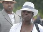 Tia de Bobbi Kristina é expulsa de funeral após confusão, diz site