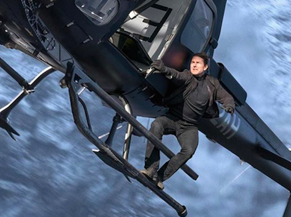 O ator Tom Cruise gravando uma cena de ação do sexto Missão: Impossível (Foto: Instagram)