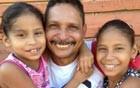 'Razão da minha vida', diz pai que cuida de 3 filhas (Flaviane Azambuja/G1)