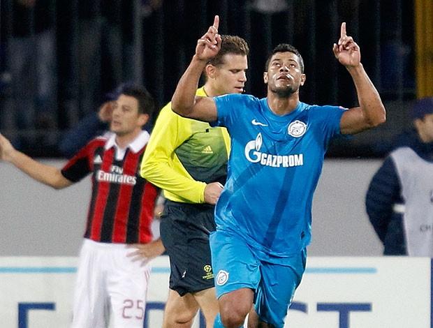 Hulk comemora gol do Zenit contra o Milan (Foto: Reuters)