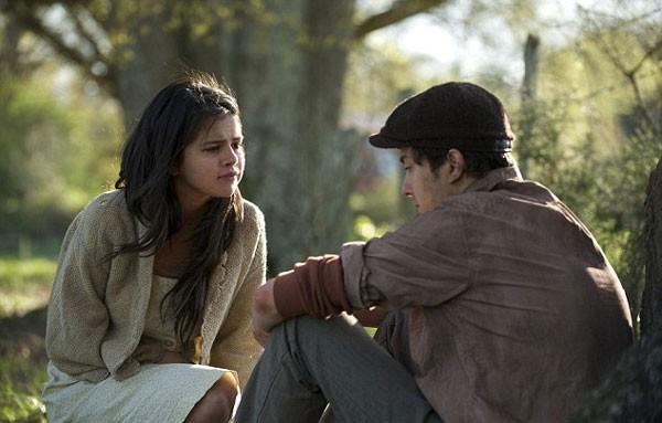 Selena Gomez divide cena com o ator Nat Wolff em 'In Dubious Battle' (Foto: divulgação)
