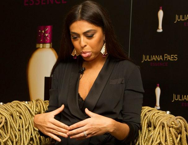 Juliana Paes, sobre a barriga pós-gravidez  (Foto: Eduardo Saraiva/Frame)