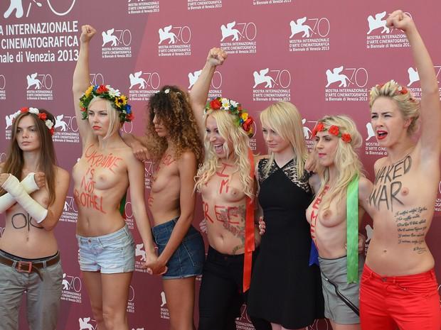 Ativistas do Femen divulgam filme no Festival de Veneza (Foto: AFP PHOTO / GABRIEL BOUYS)