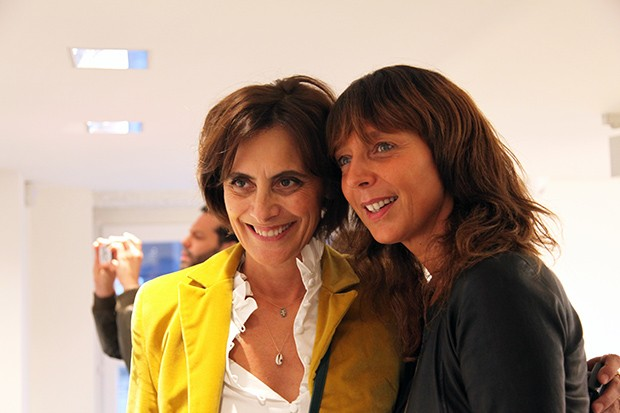 Inès de la Fressange with a friend at the exhibition opening for Arthur Elgort at Colette in Paris (Foto: COLETTE)