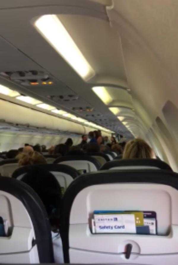 Passageiros discutem em voo por questões políticas (Foto: Reprodução)