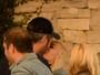 Gwen Stefani e Blake Shelton trocam beijos na Califórnia