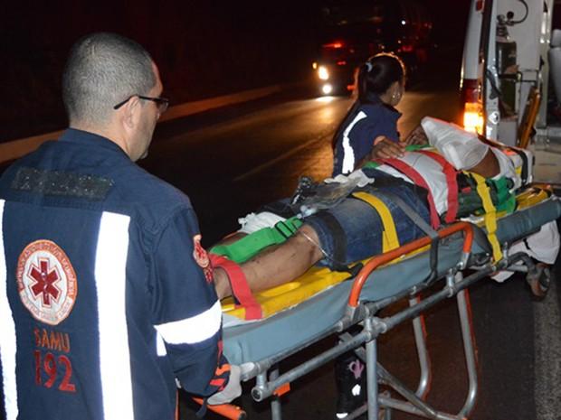 Vítimas foram socorridas pelo Samu (Foto: Edivaldo Braga/ blogbraga)