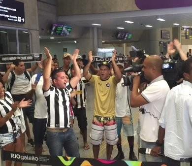 Desembarque Botafogo torcida (Foto: Thiago Lima)