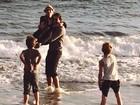 Britney Spears curte programa com o novo namorado e os filhos