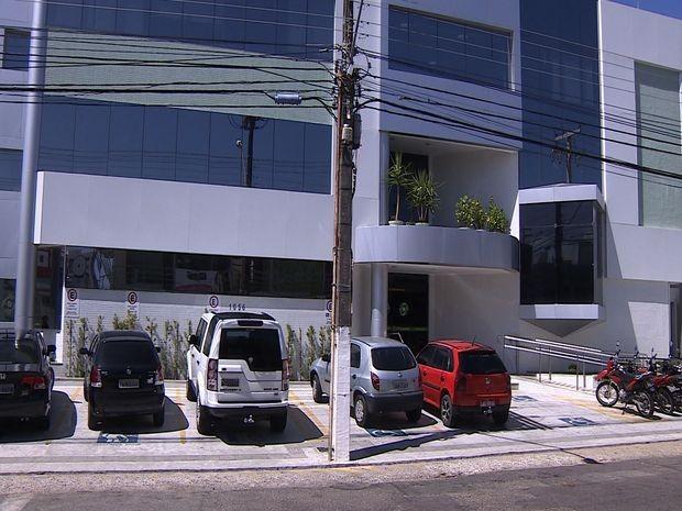 Os suspeitos rederam funcionários e pacientes (Foto: Reprodução/TV Sergipe)