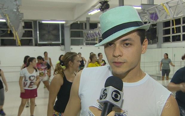 Coordenador de dança, Júnior Zouker, falou sobre os benefícios da 'Zumba' (Foto: Amazonas TV)