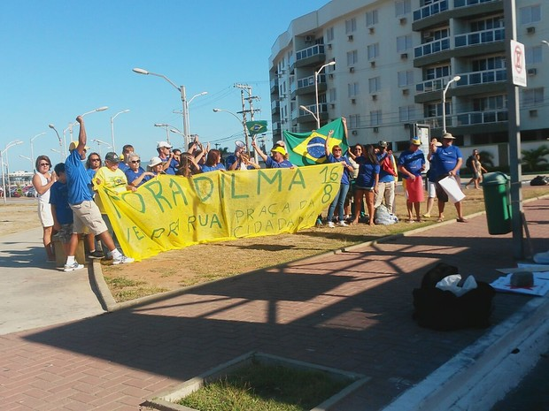 Movimento `Fora Dilma`em Cabo Frio (Foto: Rebeca Nascimento/G1)