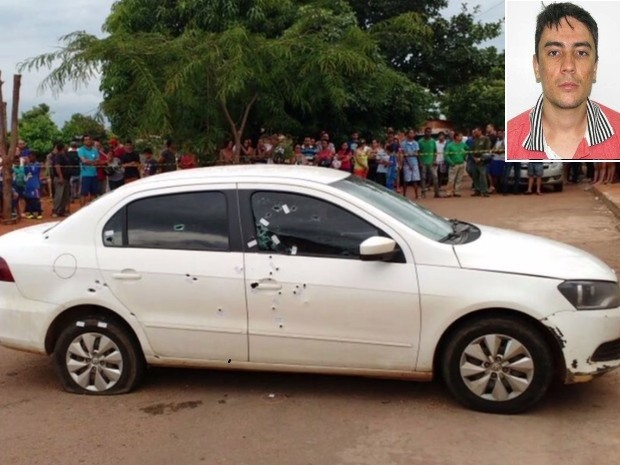 Homem foi morto após carro ser atingido por com cerca de 90 tiros, em Goiás (Foto: Reprodução/TV Anhanguera)