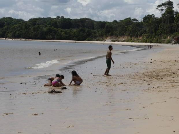 Água doce das praias de Cotijuba são das baías do Marajó e do Guajará e tornam cada uma das 12 praias única (Foto: Fernando Araújo/ O Liberal)