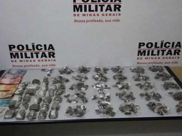 Militares encontraram maconha, crack e cocaína na casa do adolescente (Foto: Polícia Militar/ Divulgação)