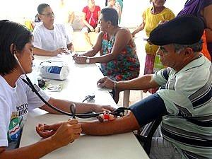 Interessados poderão aferir pressão arterial nesta 6ª na praça do Mercao  (Foto:  Michelle Farias/G1)