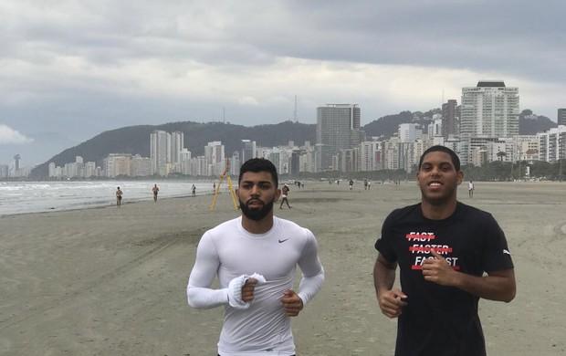 Gabigol praia em Santos