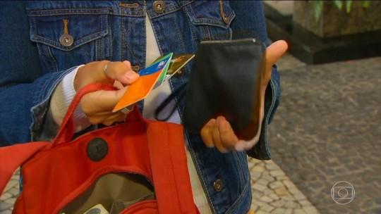 Violência muda rotina no RJ e cariocas criam até 'kit ladrão'