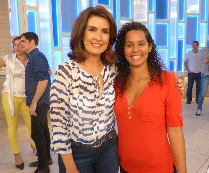 Com uma das convidadas do programa (Foto: Viviane Figueiredo Neto / Gshow)