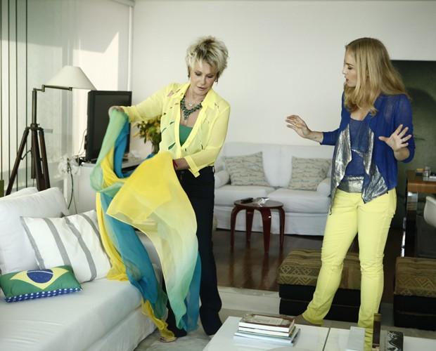 Ana Maria mostra um dos cantinhos preferidos da sua casa no Rio: a sala de TV (Foto: Inácio Moraes/TV Globo)