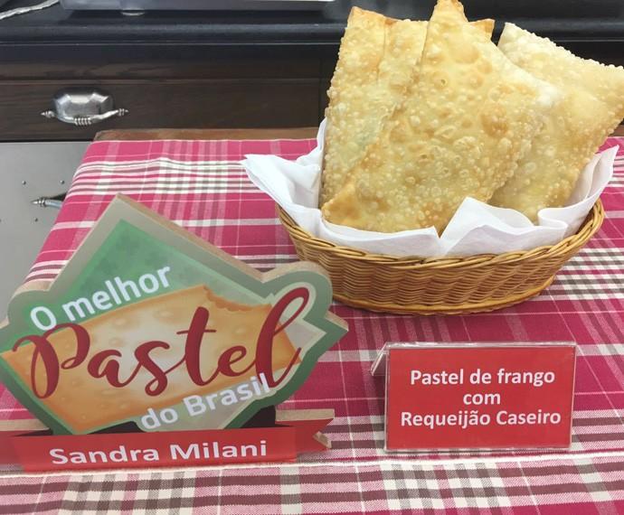 Pastel de Frango com Requeijão Cremoso