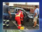 Acidente entre carro e caminhão na BR-153 em Rio Preto deixa feridos