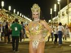 Natalya Muniz celebra retorno à Sapucaí com fantasia luxuosa