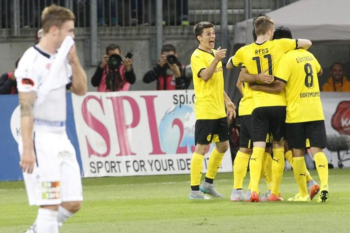 Jogadores comemoram, Borussia Dortmund x Wolfsberger (Foto: Agêncio EFE)