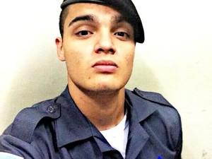 Eduardo tinha 20 anos e era soldado da Polícia Militar, no Sul do Espírito Santo (Foto: Reprodução/ Facebook)