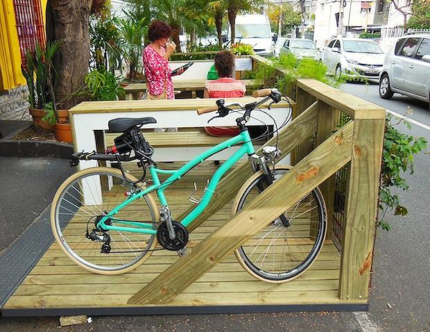 Parklet em Pinheiros - Rua Francisco Leitão, 282 - SP (Foto: Divulgação/Instituto Mobilidade Verde)