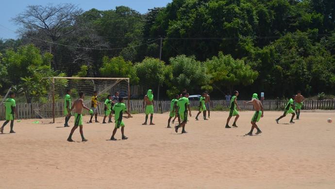 Descontração marca rachão em primeiro treino do Tapajós na semana (Foto: Gustavo Campos/GloboEsporte.com)