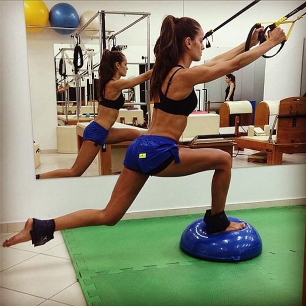 Izabel Goulart Mostra Corpo Incr 237 Vel Em Aula De Pilates