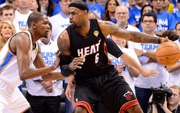 LeBron James e Kevin Duran, Miami Heat x Thunder (Foto: Ag&#234;ncia Getty Images)