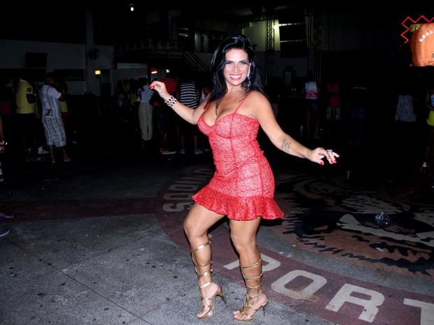 Solange Gomes em ensaio na quadra da Porto da Pedra, em São Gonçalo, no Rio de Janeiro (Foto: Rodrigo dos Anjos/ Ag. News)