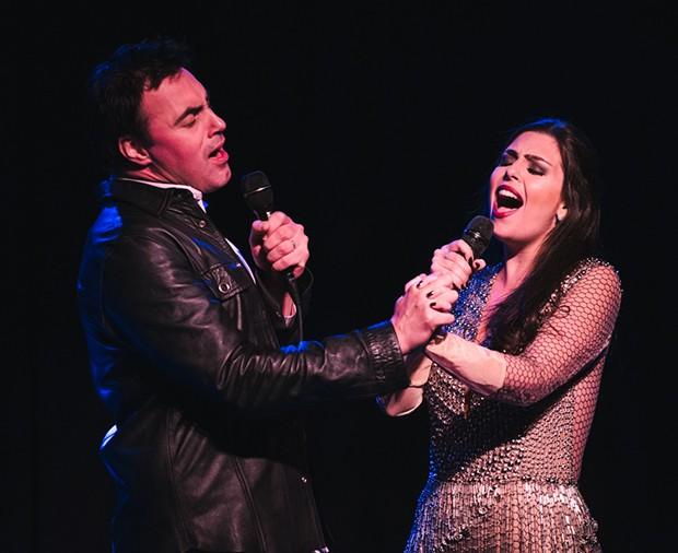 Lívia Dabarian se apresenta com o marido, Alírio Netto, em Nova York (Foto: Fabio Fistarol)
