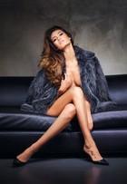 Top Juliana Imai posa de topless para capa de revista