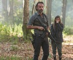 Rick (Andrew Lincoln) e Enid (Katelyn Nacon) em cena de 'The walking dead' | Gene Page/AMC