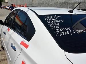 Carro do Uber apreendido em Salvador, Bahia (Foto: Jeferson Peixoto/ Agecom)