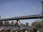 Homem pula da ponte do Brooklyn em Nova York e sobrevive