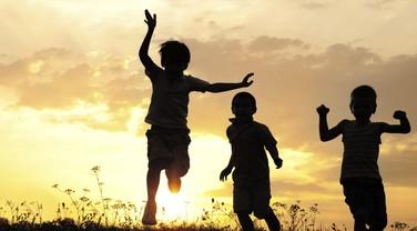 felicidade; brincadeira; brincar; ar livre; amigos; diversão (Foto: Thinkstock)