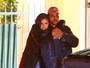 Selena Gomez e The Weeknd trocam beijos e curtem clima de romance