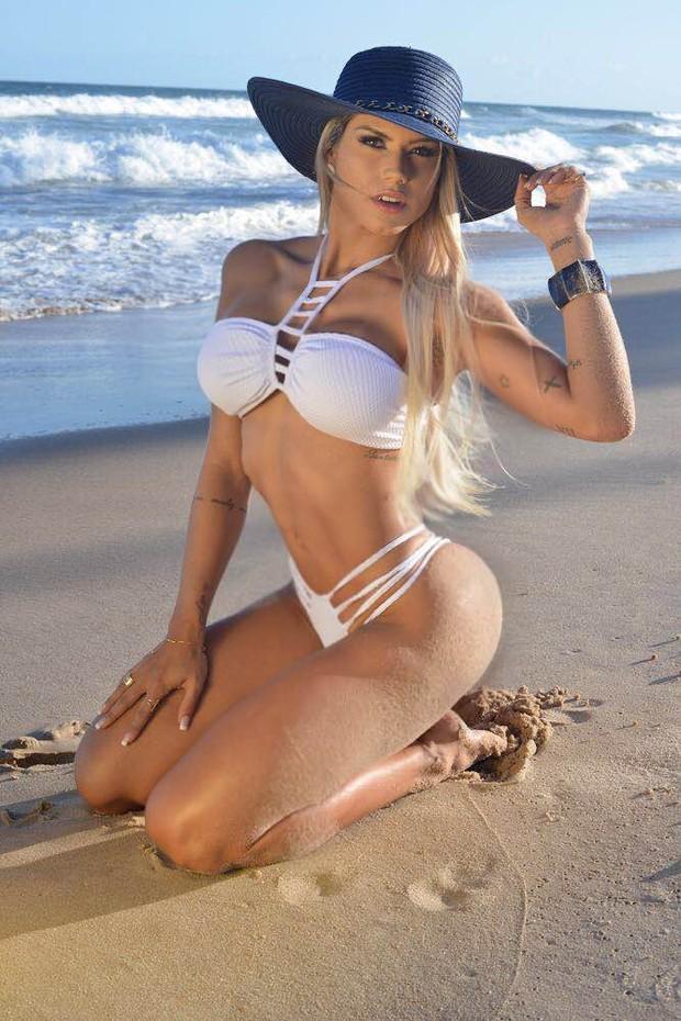 Janaina Santucci posa de biquíni (Foto: : Divulgação / MF Models Assessoria )