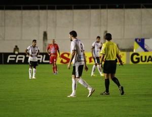 Frontini sai de campo machucado (Foto: Kleide Teixeira / Jornal da Paraíba)